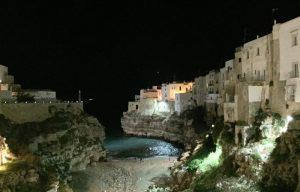 Polignano a Mare (Bari), Grotta Palazzese e Tana Marina multati per pesce ignoto e carni vecchie