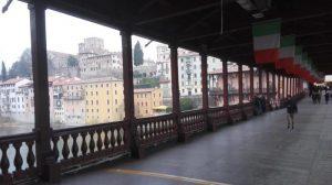 Sul Ponte di Bassano vietato fumare: è di legno, una settimana fa stava per prendere fuoco