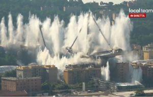 Ponte Morandi VIDEO della demolizione: le sirene, il boato, la polvere