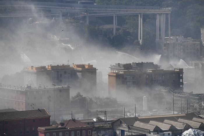 Ponte Morandi, alle 9.35 demolite le pile 5