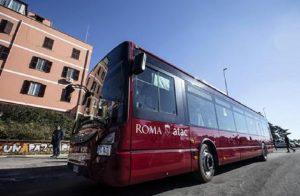 "Roma, passeggera aggredita dall'autista Atac: ""Zingara di m..."" (foto Ansa)"