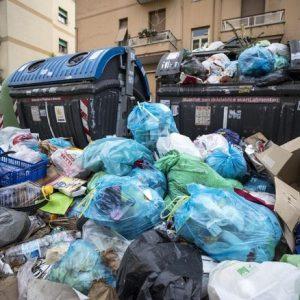 """Rifiuti, """"Roma rischia una epidemia?"""" Se lo domanda la tv belga"""
