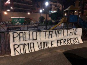 """Roma, striscione: """"Pallotta vattene, vogliamo Ferrero"""". FOTO"""