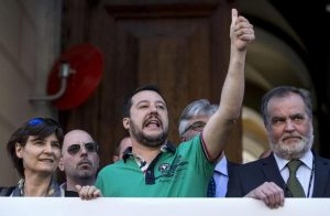 Matteo Salvini come Mussolini? Disprezzano i giornalisti, hanno sempre ragione ma la gente...