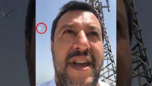 """Salvini scappa dal Cdm per non rispondere a Tria: meglio un selfie dal tetto coi """"gabbiani pterodattili"""" di Roma"""