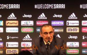 """Maurizio Sarri e il porta abiti """"griffato"""" Allegri. In campo? """"Preferirei la tuta..."""""""