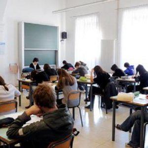 Torino: genitori regalano all'insegnante un peluche a forma di cacca