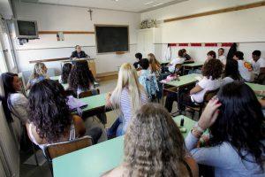 Scuola italiana buonista: meno bocciati alle superiori, dalle medie 34,4% di analfabeti