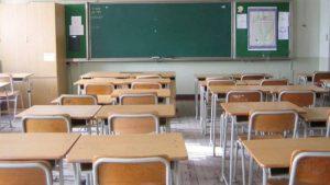 Castellammare (Napoli), arrestato un bidello: violenze su una studentessa di 15 anni nel ripostiglio della scuola