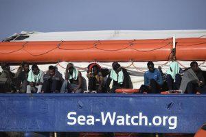 """Sea Watch dissequestrata dalla Procura di Agrigento. Salvini: """"Pm buonisti"""""""