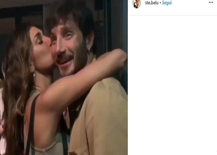 Belen Rodriguez e Stefano De Martino, la dichiarazione d'amore e poi i baci3