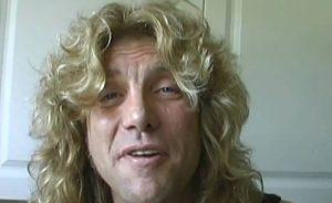 Steven Adler, l'ex batterista dei Guns N'Roses si è accoltellato allo stomaco
