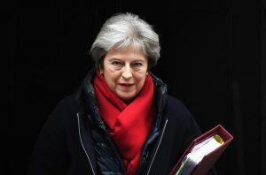 Theresa May ufficializza dimissioni: premier fino a elezioni luglio