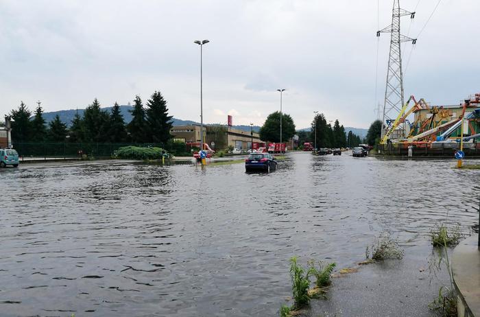 Nubifragio e grandine a Torino: danni, allagamenti e alberi caduti 03