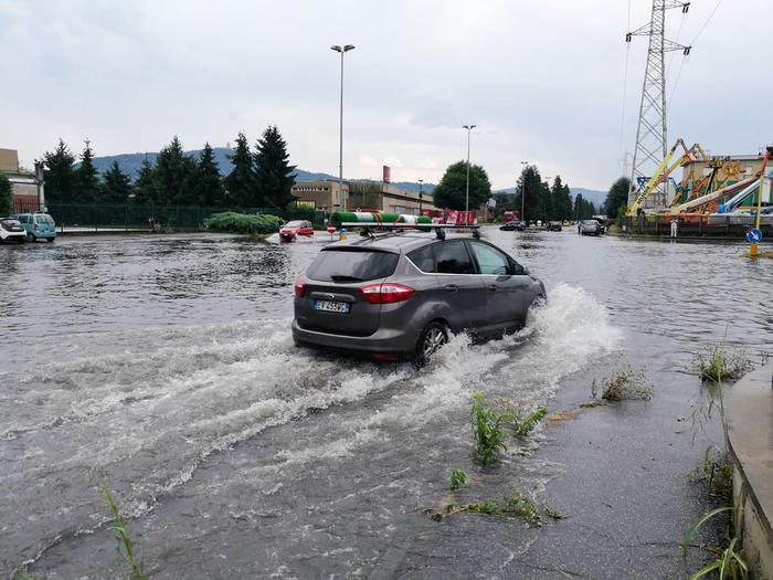 Nubifragio e grandine a Torino: danni, allagamenti e alberi caduti 05