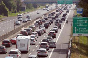 Traffico autostrade: bollino rosso tutti i week-end di luglio