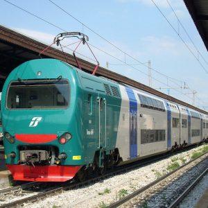 Padova-Castelfranco, scintille al passaggio del treno: sterpaglie e tir a fuoco lungo la ferrovia