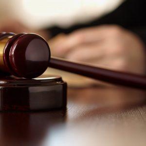 Giudice impone aborto ad una donna disabile: polemica in Gran Bretagna