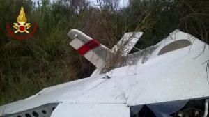 Sassuolo, ultraleggero precipita e si schianta: salvo il pilota