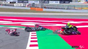 """Valentino Rossi fatto fuori da Lorenzo: """"Mi ha falciato, mi ha fatto male alla caviglia"""""""