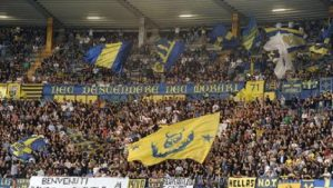 """Verona: """"Siamo una squadra fantastica, fatta a forma di svastica...""""."""