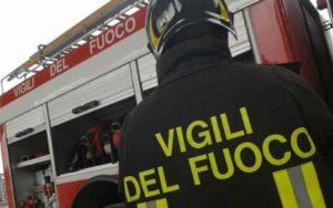 Bari, appartamento in fiamme. un ferito, famiglie salvate