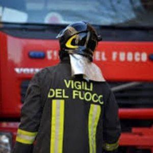 Monterotondo: rapina fallita, ladri danno fuoco a auto e balle di fieno per coprire la fuga. Salaria bloccata