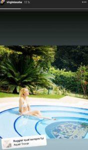 virginia saba bordo piscina