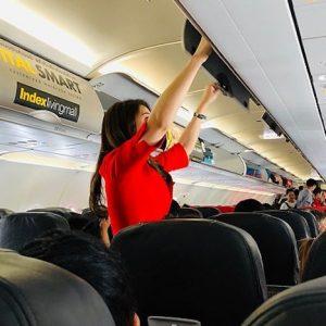 """Voli da incubo, hostess raccontano: """"Le persone fanno le cose più disgustose in aereo"""""""