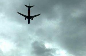Volo Tirana-Roma: passeggero picchia il padre. Atterraggio d'emergenza a Pescara (foto d'archivio Ansa)