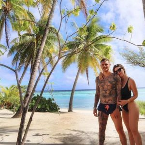 Wanda Nara e Mauro Icardi, vacanze extra lusso in Polinesia. Nello stesso resort dei Ferragnez da 3 mila euro a notte