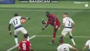 Tottenham-Liverpool  Il fallo di mano di Sissoko su cross di Mané, rigore assegnato al Liverpool dopo appena un minuto