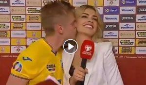 Oleg Zinchenko bacia la giornalista Vlada Sedan in diretta dopo la vittoria dell'Ucraina YOUTUBE
