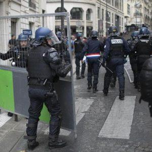 Francia, 14 luglio di passione per il presidente Macron: fischi e scontri dei gilet gialli agli Champs-Elysees