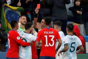 Messi, follie in Argentina-Cile: prima l'espulsione per rissa con Medel, poi salta premiazione