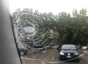 Pescara, violenta grandinata. Chicchi grandi come arance. Diversi feriti (foto Ansa)