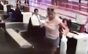 Istanbul,  la donna tenta di imbarcarsi dal nastro dei bagagli VIDEO