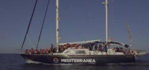 """Nave Alex di Mediterranea verso Lampedusa: """"Forziamo il blocco"""". Salvini: """"Trafficanti di esseri umani"""""""