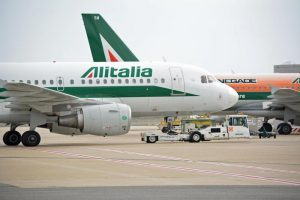 Alitalia, le offerte ufficiali sono arrivate: Fs, Atlantia, Toto, Avianca, Lotito