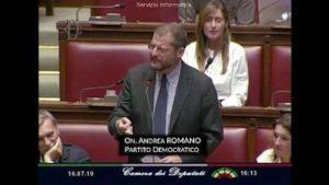 Fondi russi alla Lega, Andrea Romano chiede a Salvini di riferire in Aula, ma lo fa in russo VIDEO