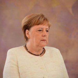 Angela Merkel, nuovo tremore in pubblico: è il terzo in poche settimane