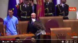 Aquila della Lazio Olympia sullo scranno di Virginia Raggi VIDEO