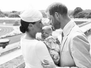Battesimo di Archie, le foto: Meghan Markle in Dior, Kate e mamma Doria, ma manca la regina Elisabetta