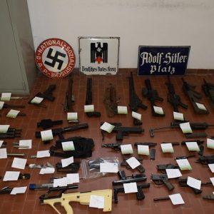 Neo nazisti armati per uccidere. Non si sente nessun: in galera e butta la chiave!