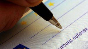 Assegni non incassati (spesso a se stessi): 634 milioni di euro dimenticati per sempre