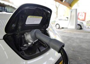 Auto elettrica, per Renault joint venture con i cinesi, invece su Fiat la scure di Goldman Sachs
