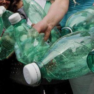 Roma, chi ricicla 30 bottiglie di plastica ottiene un biglietto del bus
