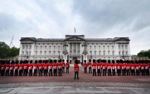 Buckingham Palace, ragazzo di 22 anni scavalca ed entra: arrestato