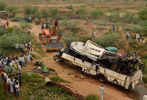 India, bus precipita nel fossato: ci sono morti e feriti