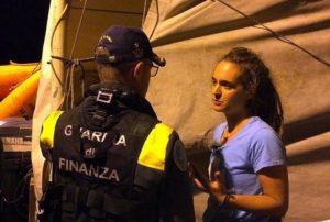 Sea Watch, la difesa di Carola Rackete: nessun pentimento, scuse e critiche alla GdF. Oggi si decide sull'arresto